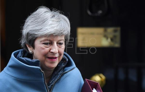 "May quiere renegociar la salvaguarda irlandesa y no descarta un ""brexit"" duro"
