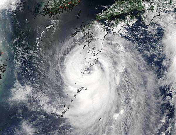 Typhoon Noru lashes southern Japan