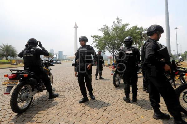 Explosion caused by smoke grenade in Jakarta