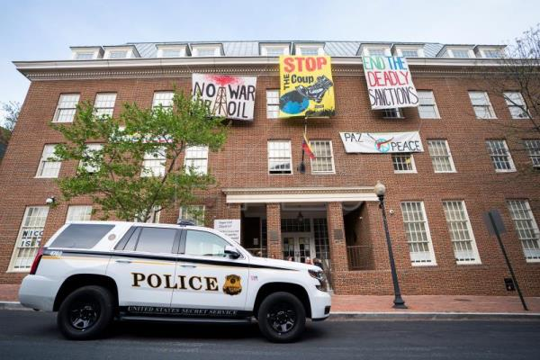 Venezuelan embassy complex in Washington heads for showdown amid tug-of-war