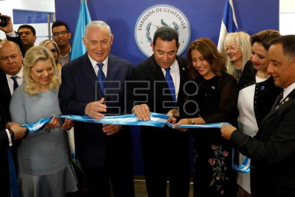 Hilda Patricia Marroquin (3-R), the wife of Guatemalan President, cuts the ribbon as she stands with Guatemalan President Jimmy Morales (C-R), Israeli Prime Minister Benjamin Netanyahu (C-L) his wife Sara (2-L), and Guatemalan Foreign Minister Sandra Jovel Polanco (2-R), during the dedication ceremony of the embassy of Guatemala in Jerusalem, May 16, 2018. EPA-EFE/RONEN ZVULUN