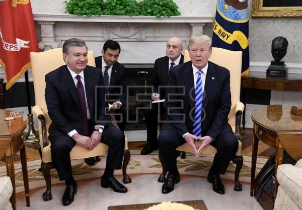 US President Donald J. Trump (R) speaks during a meeting President of the Republic of Uzbekistan Shavkat Mirziyoyev (L) in the Oval Office of the White House in Washington, DC, USA May 16, 2018. EPA-EFE/Olivier Douliery / POOL
