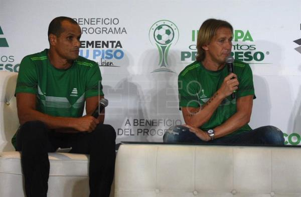 Retired players Rivaldo (L) and Michel Salgado speak during a press conference in Guatemala City, Guatemala, May 16, 2018. EPA-EFE/Gabriel Baldizón