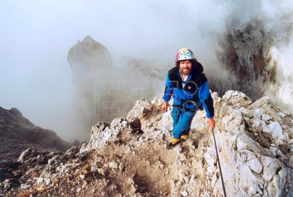 Mountaineer Reinhold Messner photographed in the Dolomite Alps, Italy, April 20, 2001 (reissued May 16, 2018). EPA/FAZ SEILAND GERMANY OUT