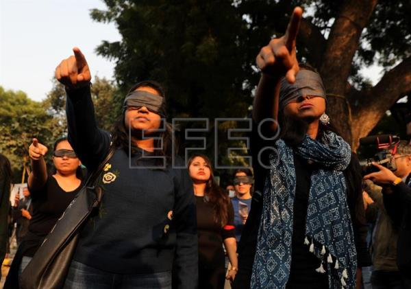 Protesters urge to end violence against women, in New Delhi