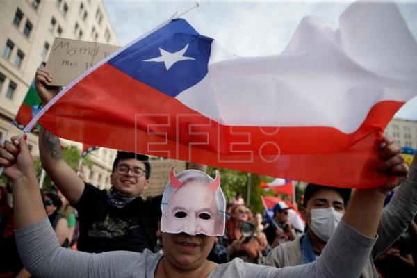 Chile pursues new normal, with Cabinet change and without troops on streets