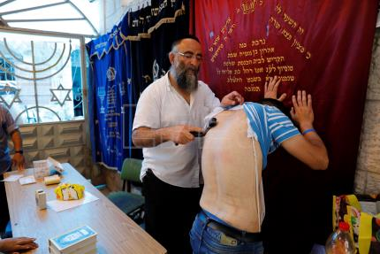 Israeli Orthodox Jews gear up for Yom Kippur holiday with atonement rituals