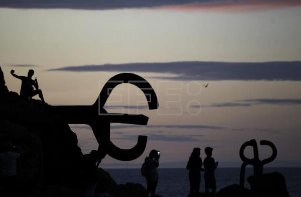 The sculpture Peine del Viento (the Wind's Comb) by Spanish sculptor Eduardo Chillida viewed at dusk in San Sebastián, north Spain, Aug. 27, 2014. .EFE/Javier Etxezarreta