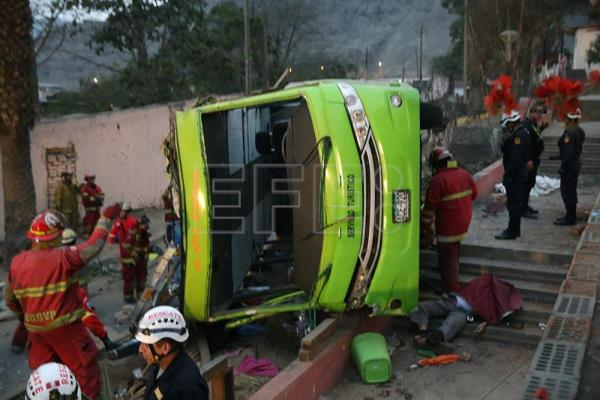 2 Chileans among 9 killed in tourist bus accident in Peru