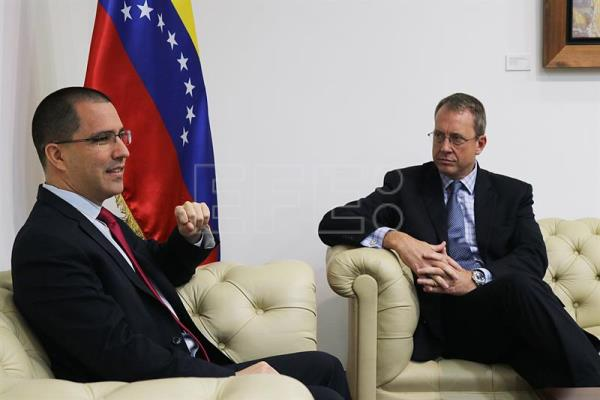 Venezuelan gov't briefs US diplomat on Maduro attack