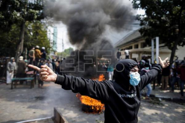 At least 6 people die in protests against Widodo re-election in Indonesia