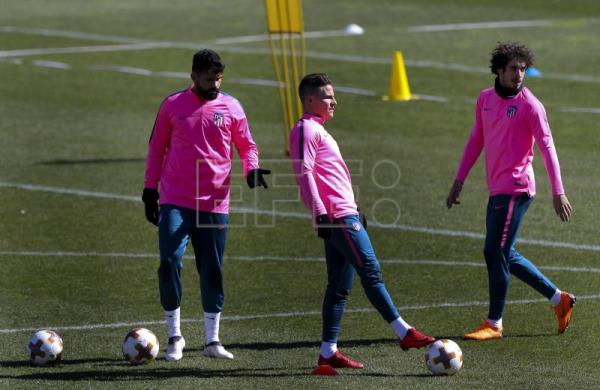 Atletico Madrid players (L-R) Diego Costa, Kevin Gameiro and Sime Vrsaljko attend a training session at the Wanda Sports City in Majadahonda, Madrid, Spain, Mar. 7, 2018. EPA-EFE FILE/BALLESTEROS