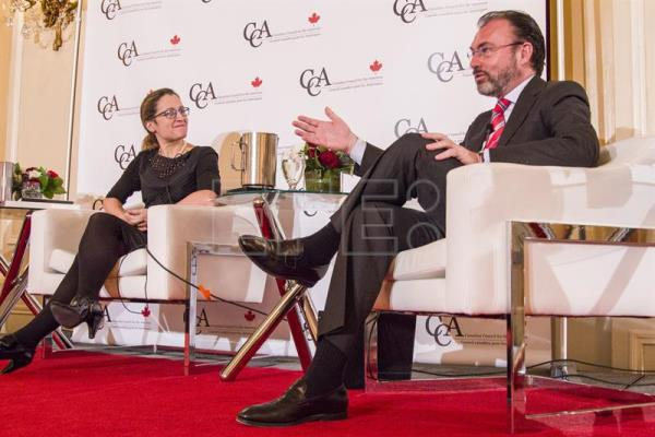 Canadian Foreign Minister Chrystia Freeland (L), next to Mexican Foreign Relations Secretary Luis Videgaray, during a conference organized by the Canadian Council for the Americas (CCA) on the future of the relationships between the United States, Canada and Mexico, in Toronto, Canada, 21 February 2017. EFE/Julio Cesar Rivas