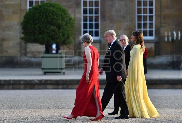 The prime minister of the United Kingdom, Theresa May (L), and her husband, investment relationship manager Philip May (2R), walk with the president of the United States, Donald Trump (2L), and US first lady Melania Trump (R) after the president and the first lady arrived for a black-tie dinner with business leaders at Blenheim Palace, west of London, UK, on 12 July 2018. EPA-EFE/BEN STANSALL/POOL