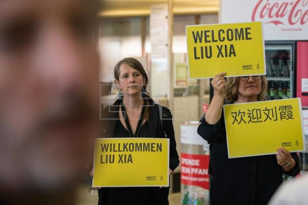 Spectators hold signs saying 'Welcome Lui Xia' on arrival of the widow of former Chinese Nobel Peace Prize-winning political dissident Liu Xiaobo, Liu Xia (not in the picture), at the airport Berlin-Tegel in Berlin, Germany, Jul. 10, 2018. EPA-EFE/FILE/JENS SCHLUETER