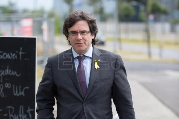 Former Catalan leader Carles Puigdemont arrives for a meeting with Catalan regional president Quim Torra (not pictured) in the HolidayInn in Berlin, Germany, June 21, 2018. EPA-EFE FILE/MARKUS HEINE