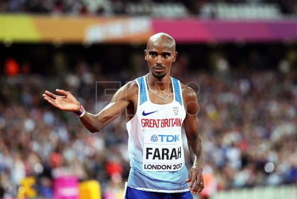 epa06140968 British distance running legend Mo Farah acknowledges the crowd after taking second place in the men's 5,000m final at the London 2017 IAAF World Championships in London, United Kingdom, 12 August 2017. EPA/SRDJAN SUKI