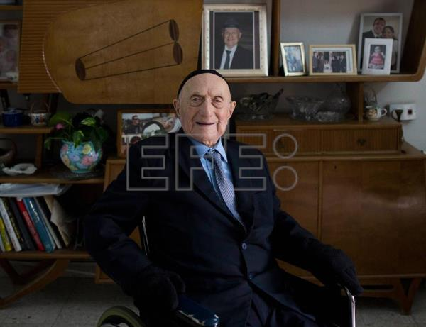 Holocaust survivor Yisrael Kristal poses for a phtotograph at his home in the city of Haifa, Israel, 27 January 2015 (reissued 12 August 2017). EFE