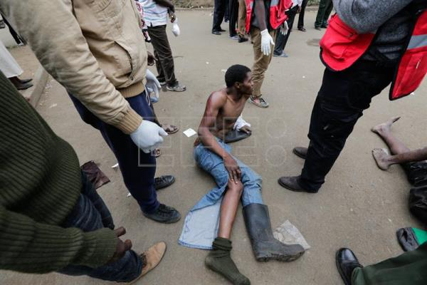 An injured supporter (C) of the opposition leader Raila Odinga lays down before being taken to hospital by redcross officials for further treatment after he was beaten by riot police during a protest in Mathare slum, in Nairobi, Kenya, 12 August 2017. EFE