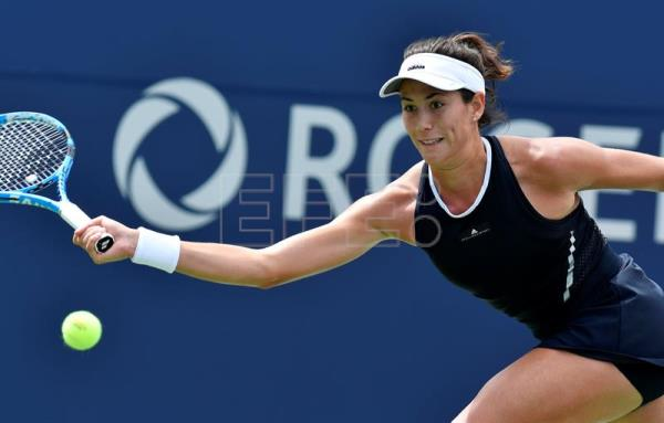 Garbiñe Muguruza of Spain in action against Elina Svitolina of Ukraine during the quarter-finals of the Rogers Cup Women's tennis tournament in Toronto, Canada, 12 August 2017. Svitolina defeated Muguruza 4-6, 6-4, 6-3.EFE