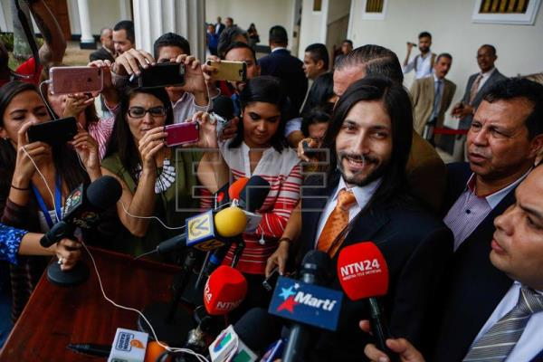 Freed political prisoners welcomed into Venezuelan Congress