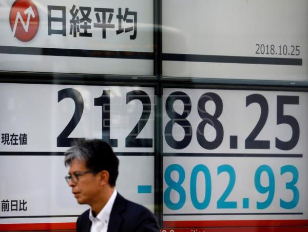 Tokyo stocks fall 3.72 percent to 21,268.73 points