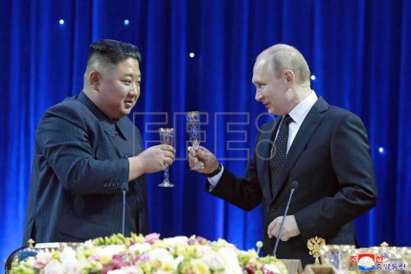 Kim, Putin exchange greetings on anniversary of Korea's liberation