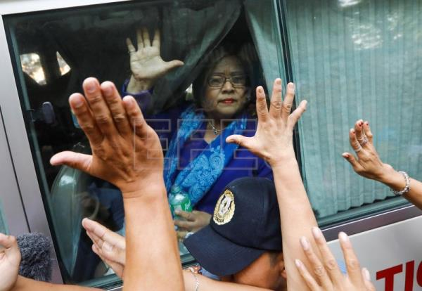 Duterte critic gets 48-hour furlough from prison to visit ailing mother
