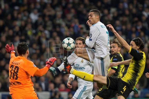 Real Madrid's Cristiano Ronaldo (3R) tries to score against Borussia Dortmund's Roman Buerki during the UEFA Champions League 6th round groups phase match between Real Madrid and Borja Mayoral at the Santiago Berbabeu stadium in Madrid, Spain, Dec. 6, 2017. EPA-EFE/Rodrigo Jimenez