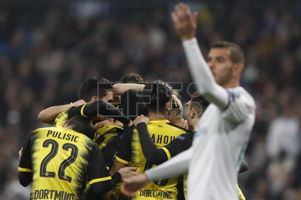 Borussia Dortmund's Pierre Emerick Aubameyang jubilates the second goal with his teammates during the UEFA Champions League 6th round groups phase match between Real Madrid and Borja Mayoral at the Santiago Berbabeu stadium in Madrid, Spain, Dec. 6, 2017. EPA-EFE/JAVIER LIZON